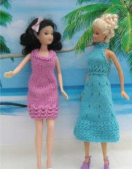 Sindy & Barbie dress up