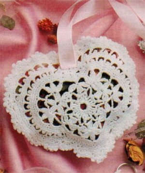 Crochet heart-shaped wedding favour pouch/pocket