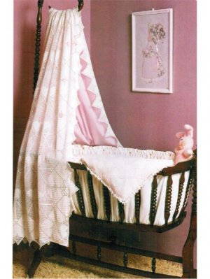Heart patterned crochet cot cover & curtain